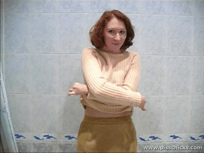 Red Haired Girl Strips In The Bathtub – Mov