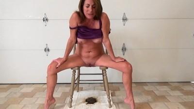 Queen Chair Shitting