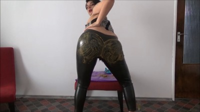 Mistress Roberta – Farting And Leather Shitty Pants POV