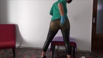 Mistress Roberta – Shit Leather Pants For Breakfast POV