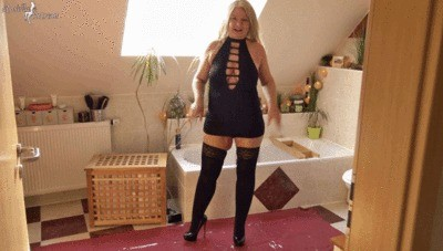 Mistress Rosella – Slave Had To Guzzle A Huge Shit Soasage And A Lot Of Hot Pee Part 1
