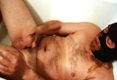 Mouthfull Of Scat In Bathtub And Cumming