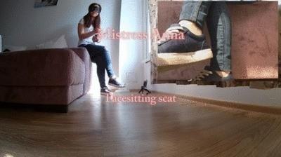Jeans Facesitting Scat