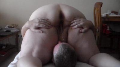 Jen Sits Over Johns Face And Is Pissing All Over Him