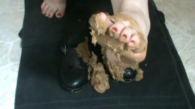 Pee And Scat In Clogs