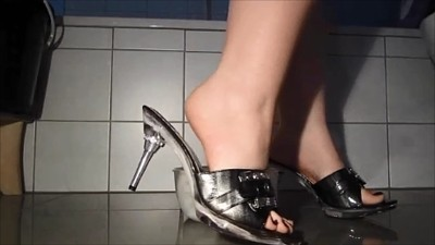 Shitting With Sexy Heels