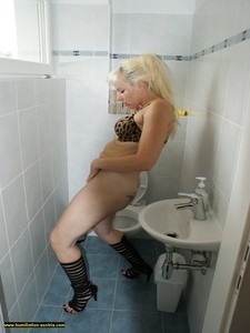 Toilette Humiliation 67