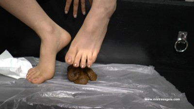 Mistress Gaia – Soft Imprint Of Her Foot