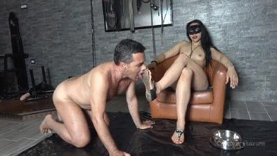 Mistress Gaia – Shit Licker Slave