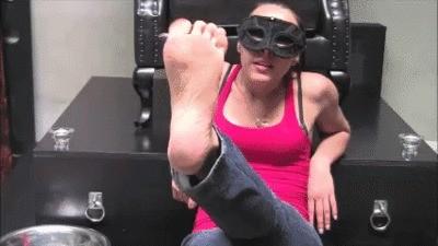 Mistress Gaia – Dirty Feet And Ass